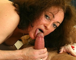 Omaseks Horny mama getting her panties rocked off